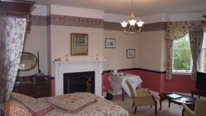 A restaurant or other place to eat at Leadon House Hotel