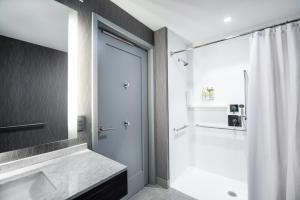 A bathroom at Staybridge Suites - Quincy, an IHG Hotel