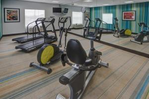 The fitness center and/or fitness facilities at Holiday Inn Express & Suites Cookeville