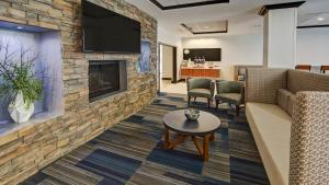 A seating area at Holiday Inn Express & Suites Cookeville