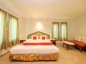 A bed or beds in a room at OYO 89679 Dream Garden Resort