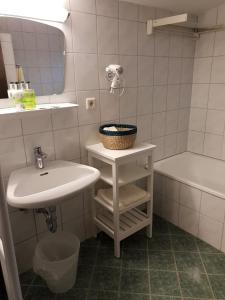 Ein Badezimmer in der Unterkunft Haus am Moos