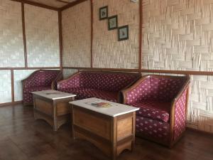 A seating area at Seven Mirrorlake Homestay