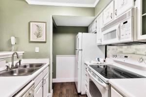 A kitchen or kitchenette at Augusta
