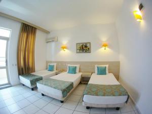 Кровать или кровати в номере Kleopatra Carina Hotel