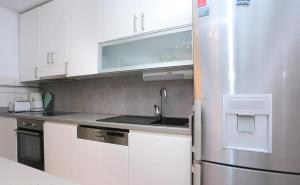A kitchen or kitchenette at Makarska Beach Modern Apartment
