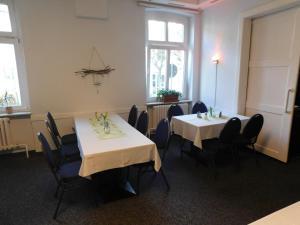 Ein Restaurant oder anderes Speiselokal in der Unterkunft Mecklenburger Hof
