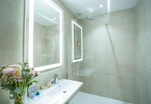 Salle de bains dans l'établissement Mercure Rennes Centre Place Bretagne