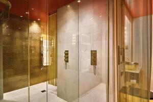 A bathroom at Megaro Hotel