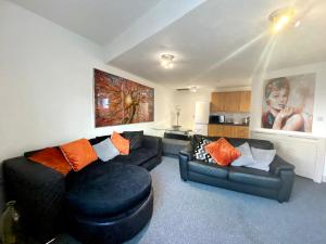A seating area at Simpson Beach View Apartments