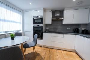 A kitchen or kitchenette at Prosper House Apartment