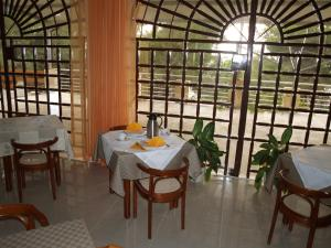A restaurant or other place to eat at Vila Marija-Roza