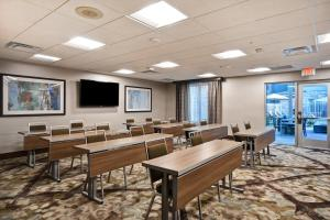 A restaurant or other place to eat at Homewood Suites by Hilton Pleasant Hill Concord