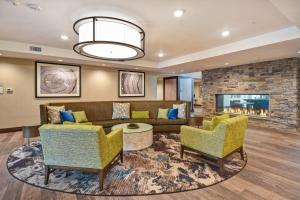 A seating area at Homewood Suites by Hilton Pleasant Hill Concord