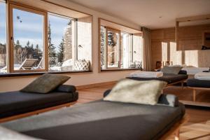 Ein Sitzbereich in der Unterkunft Hotel Tann