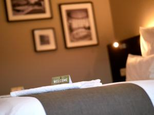 A bed or beds in a room at Coque Hotel