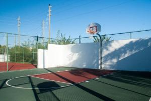 Tennis and/or squash facilities at Villas at Fortune Place or nearby
