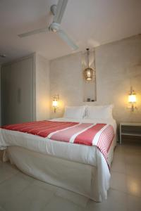 A bed or beds in a room at Apartamentos Caravane