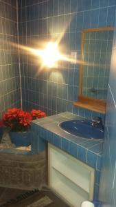A bathroom at Like a Rock