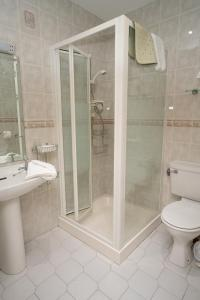 A bathroom at Arches Country House