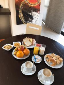 Breakfast options available to guests at Kube Apartments Express