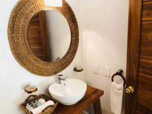 A bathroom at Hotel CasaBakal - A pie de Laguna - Bacalar