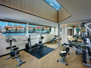 The fitness center and/or fitness facilities at InterContinental Grand Stanford Hong Kong