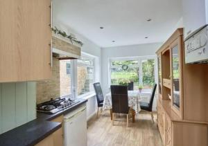 A kitchen or kitchenette at Cozy Southgate BNB