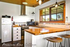 A kitchen or kitchenette at Apollo Bay Cottages