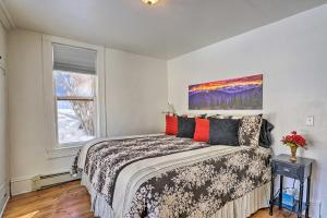 A bed or beds in a room at 'Victory Victorian House' Walk to Downtown!