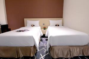 A bed or beds in a room at Pacific Express Hotel Central Market Kuala Lumpur