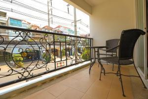 タラ コート ホテルにあるバルコニーまたはテラス
