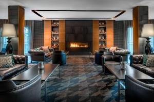 The lounge or bar area at Hotel AC Baqueira Ski Resort, Autograph Collection
