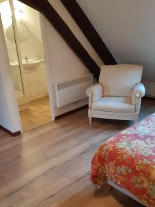 A bed or beds in a room at Chambres d'hôtes ''La Grand' Maison''