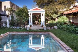 The swimming pool at or near Casa Romana Aqua Libera