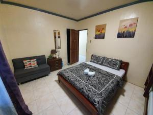 A bed or beds in a room at UNK'S HOUSE HOMESTAY