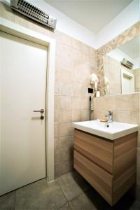 A bathroom at Apartments Korta
