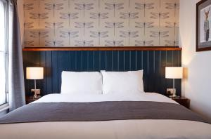 A bed or beds in a room at Sun Inn