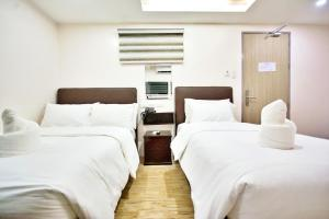 A bed or beds in a room at Emerald Island Hotel