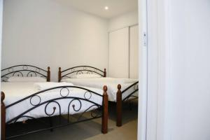 A bed or beds in a room at Cozy One Bedder APARTMENT IN A PERFECT CLOCATION