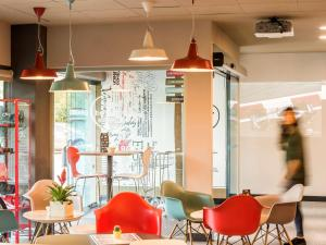 The lounge or bar area at Ibis Montmelo Granollers