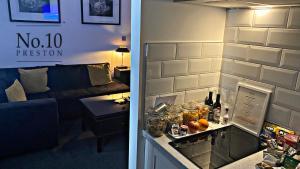 A kitchen or kitchenette at No.10 Preston