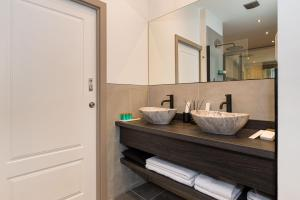 A bathroom at Ehthele Private Suites