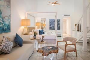 Een zitgedeelte bij Ocean Blue & Sand Beach Resort - All Inclusive