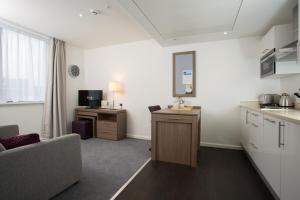 A kitchen or kitchenette at Staybridge Suites Birmingham