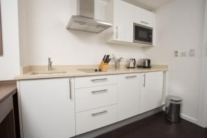 A kitchen or kitchenette at Staybridge Suites Birmingham, an IHG hotel