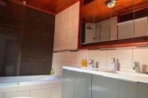 A cozinha ou cozinha compacta de Luxury Bungalow
