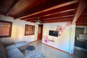 Uma área de estar em Luxury Bungalow