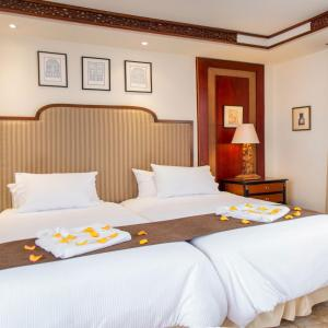 A bed or beds in a room at Mansion Alcazar