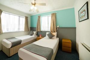 A bed or beds in a room at OYO Marina